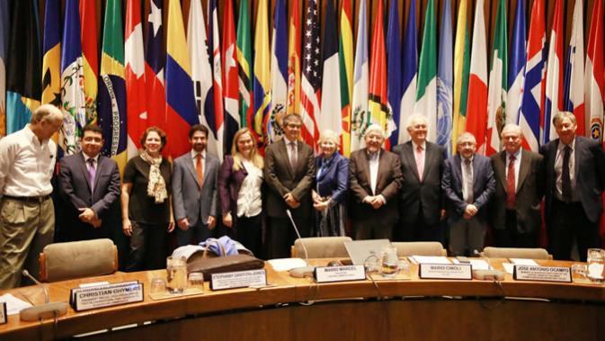 Foto grupal de los participantes en el seminario