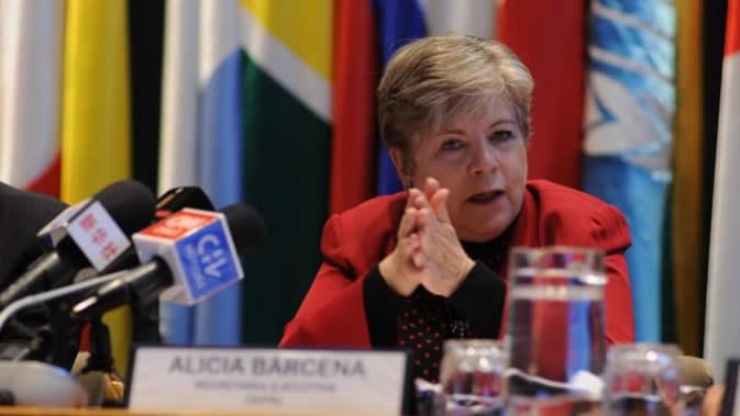 Alicia Bárcena, Secretaria Ejecutiva de la CEPAL, durante la presentación del informe