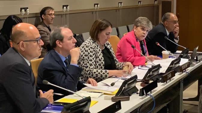 De izquierda a derecha: Luis F. Yáñez, Oficial a Cargo de la Secretaría de la Comisión de la CEPAL; Raúl García-Buchaca, Secretario Ejecutivo Adjunto para Administración y Análisis de Programas de la CEPAL; Ana Silvia Rodríguez Abascal, Representante Permanente Alterna de Cuba ante la ONU; Alicia Bárcena, Secretaria Ejecutiva de la CEPAL; y Rolando Ocampo, Director de la División de Estadísticas de la CEPAL.