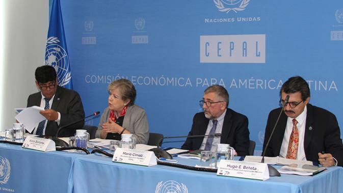 Alicia Bárcena, Secretária-Executiva da CEPAL, apresentou o relatório no Cidade do Mexico.