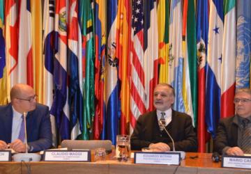 Eduardo Bitrán, vicepresidente ejecutivo de CORFO, Michael Roesch, asesor principal de GIZ y Mario Castillo, jefe de la Unidad de innovación y nuevas tecnologías de la CEPAL
