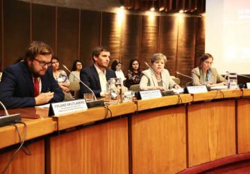 De izquierda a derecha: Erland Skutlaberg, Encargado de Negocios a.i. de la Embajada de Noruega en Chile; Juan Manuel Santa Cruz, Director Nacional del SENCE Chile; Alicia Bárcena, Secretaria Ejecutiva de la CEPAL; y Laís Abramo, Directora de la División de Desarrollo Social de la CEPAL.
