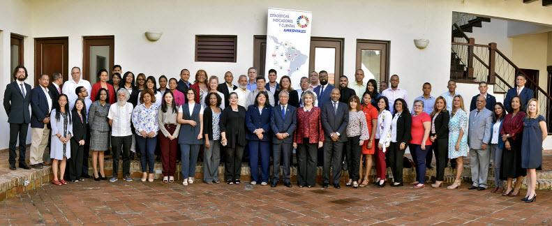 Participantes del Seminario sobre la situación de las estadísticas e indicadores sobre eventos extremos, desastres y reducción del riesgo de desastres: la perspectiva regional, en el Caribe y en República Dominicana